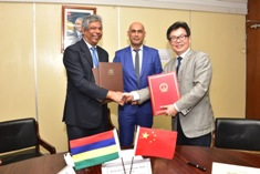 China donates another batch of medical equipment to Mauritius