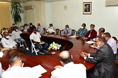 Minister Maudhoo meets the fishermen community to discuss issues pertaining to purse seine fishing