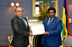 Seychellois High-Commissioner presents his letter of Credence