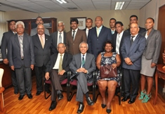 Minister Husnoo meets newly elected Chairpersons and Vice-Chairpersons of District Councils