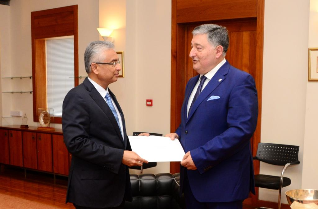Honorary Consul General of Mauritius in Lebanon meets Prime Minister