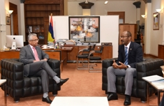 Prime Minister Jugnauth discusses continental shelf management and maritime security with Vice-President of Seychelles