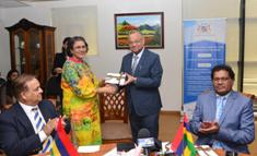 Launching of Commemorative Cover to pay tribute to Mauritius Public Service