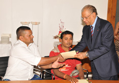 PM Hands over Cheques to Victims and Relatives of Accidents